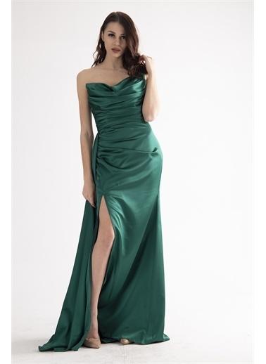 Belamore  Zümrüt Straplez Drapeli Detaylı Yırtmaçlı Saten Kumaş Abiye&Mezuniyet Elbisesi 1607209.123 Yeşil